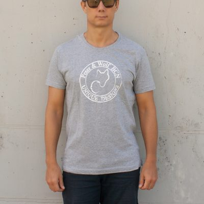 Camiseta gris logo blanco