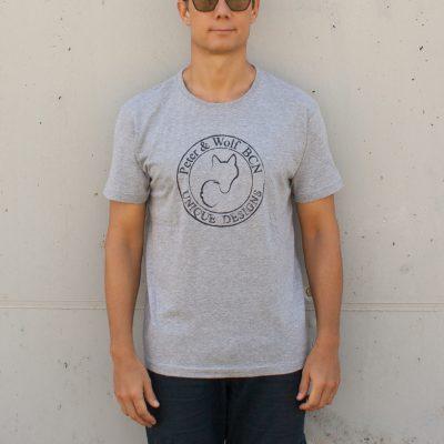 Camiseta gris con logo negro
