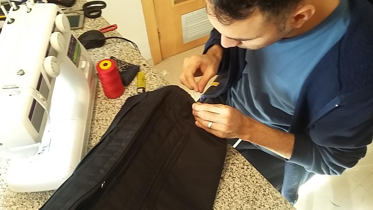 Marco cosiendo
