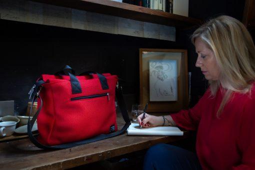 Bolso BOX en 3D rojo con modelo 2